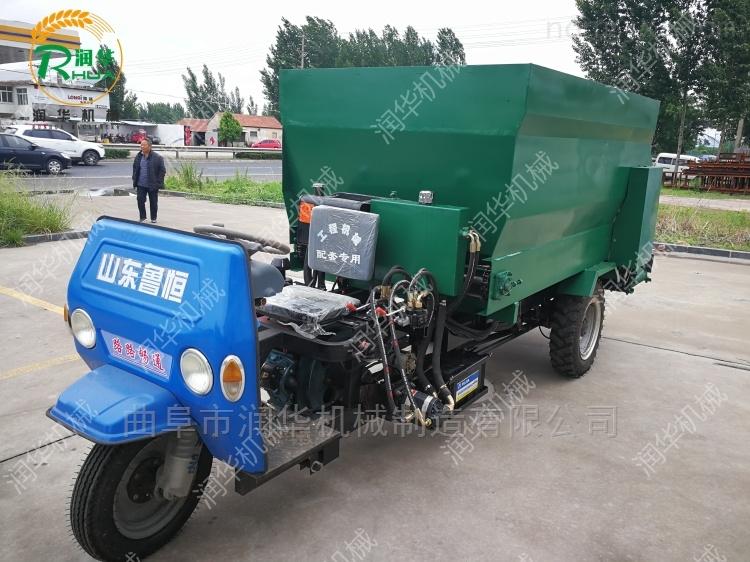 节省劳动力的喂料车 投料均匀的撒料车图片