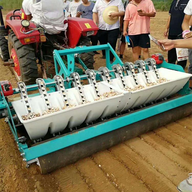 小拖拉机带动大蒜播种机新型种蒜机