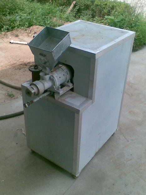 白面膨化机玉米饲料膨化_机 型号膨化机