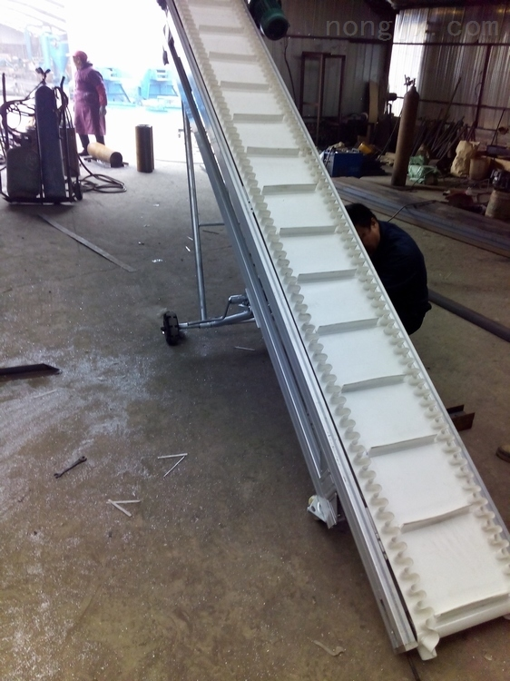 专用防滑输送机 袋装物料防滑爬坡挡边输送机xy1波状挡边输送机