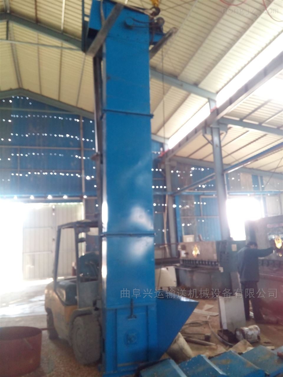 水泥粉装罐垂直提升机 挖取式装料输送机