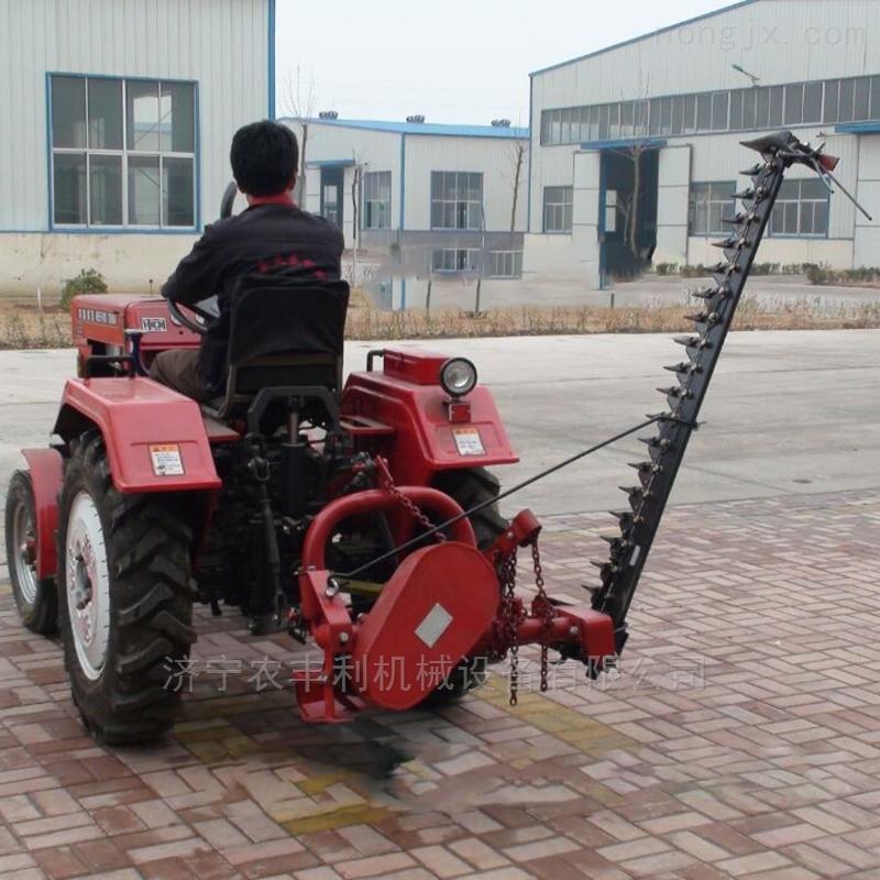 拖拉机带大型割草机